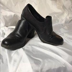 Born BOC black leather heeled loafer sz 8.5